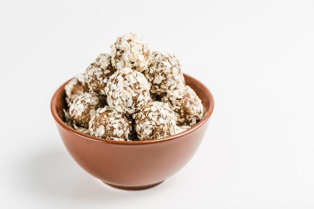 Energieballen van notenhaver en dadels