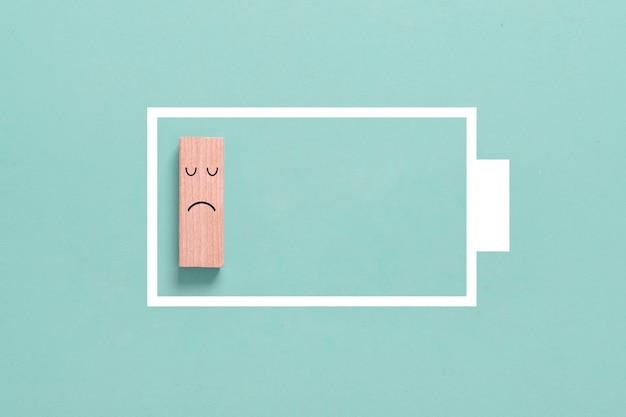 Energieconcept: symbool van gebrek aan energie of een bijna lege batterij