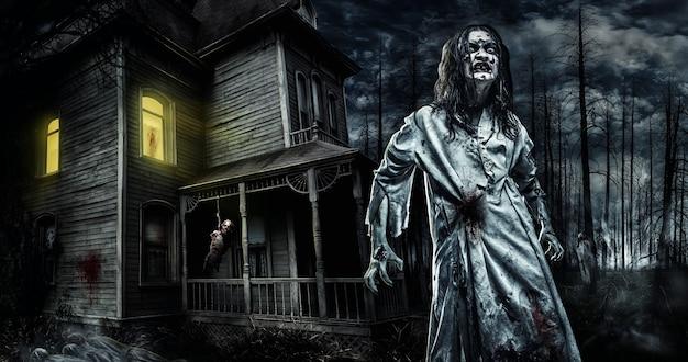 Enge zombie in de buurt van het verlaten huis. verschrikking. halloween
