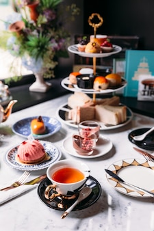 Engelse afternoon tea met warme thee
