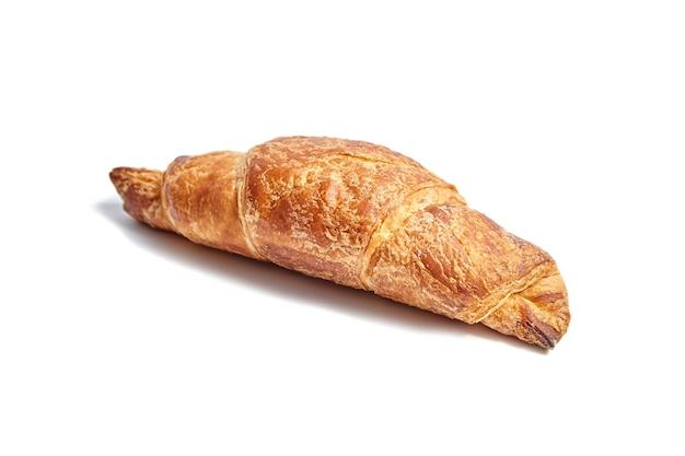Enige croissant die op wit wordt geïsoleerd