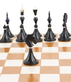 Enige zwarte ridder voor zwart schaak