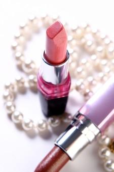 Enkele cosmetische onderdelen met perl