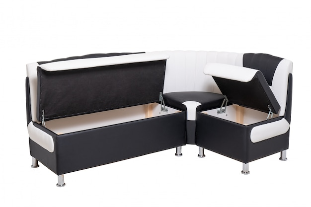 Enkele lederen kantoorbank met geopende verborgen houten containers binnen geïsoleerd op wit