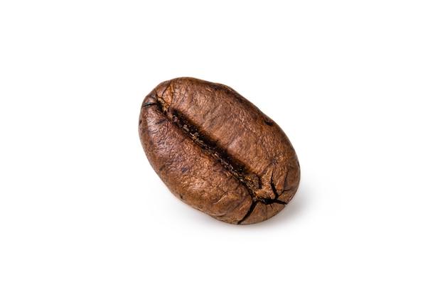 Enkele vers gebrande donkerbruine arabica koffieboon
