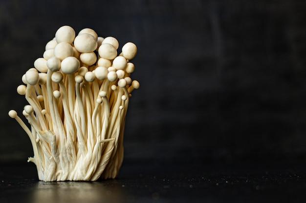 Enoki paddestoelen enokitake flammulina velutipes eetbare japanse snackkeuken gouden naald