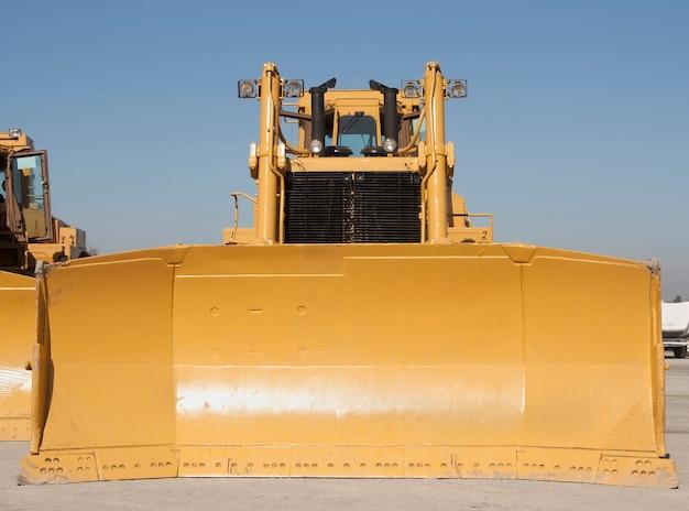 Enorme bulldozer vooraanzicht