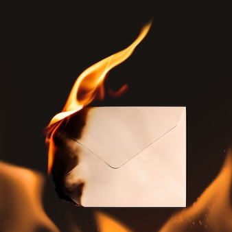 Envelop briefpapier, esthetisch brandend vlameffect met lege ruimte
