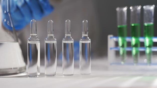 Epidemische test en analyse coronavirus, een vaccin en een remedie voor het virus