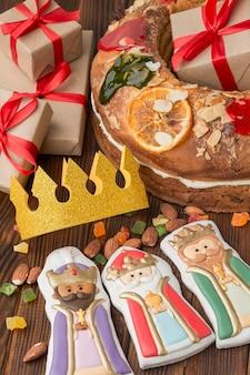 Epiphany cake roscon de reyes en beeldjes