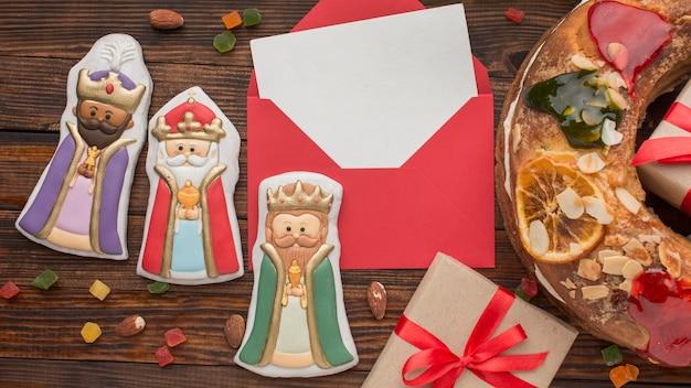 Epiphany cake roscon de reyes en royalty beeldjes