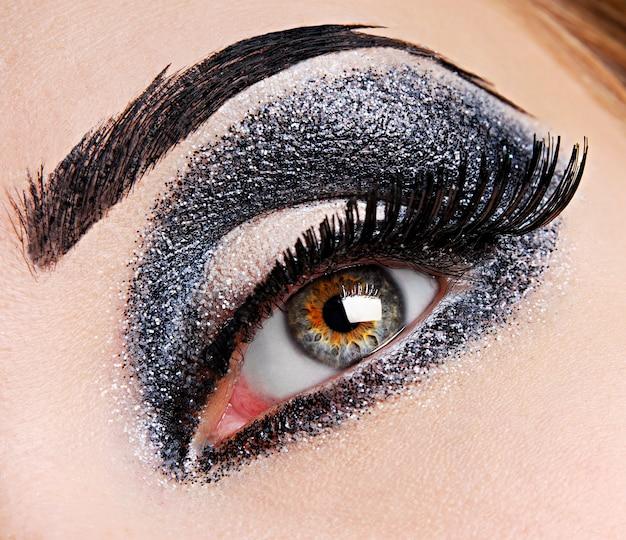 Er is een mode-make-up van oog.