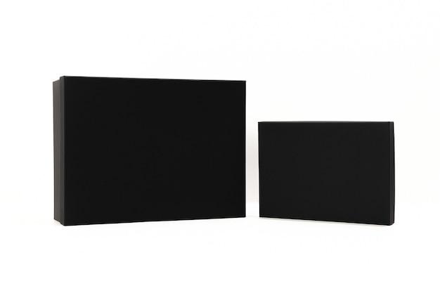 Er is een zwarte doos op de witte achtergrond