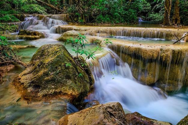 Erawan waterfall floor 5 in nationaal park, thailand