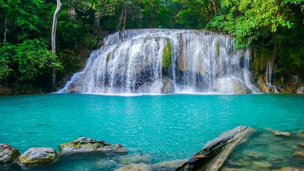 Erawan-waterval is prachtig en