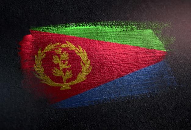 Eritrea vlag gemaakt van metallic penseel verf op grunge donkere muur
