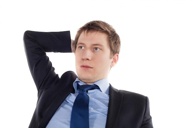 Ernstige en vermoeide jonge zakenman