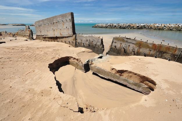 Erosie van de provincie rayong, de golf van thailand.