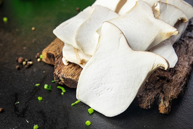 Eryngii plak oesterzwam koningspaddestoelen eringi verse maaltijd snack op tafel kopieer ruimte eten