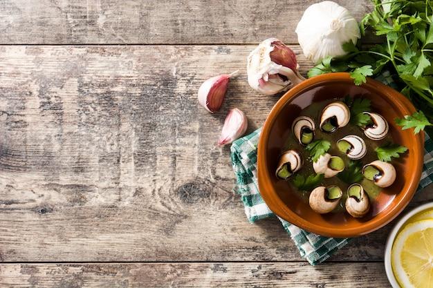 Escargots de bourgogne slakken met kruiden en kruidenboter