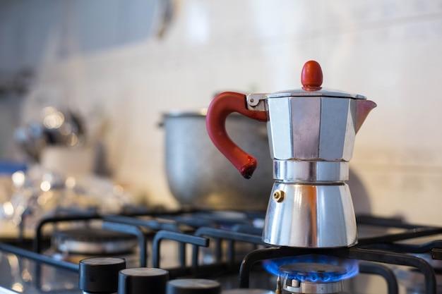 Espresso-apparaat koffie in italiaans huis.