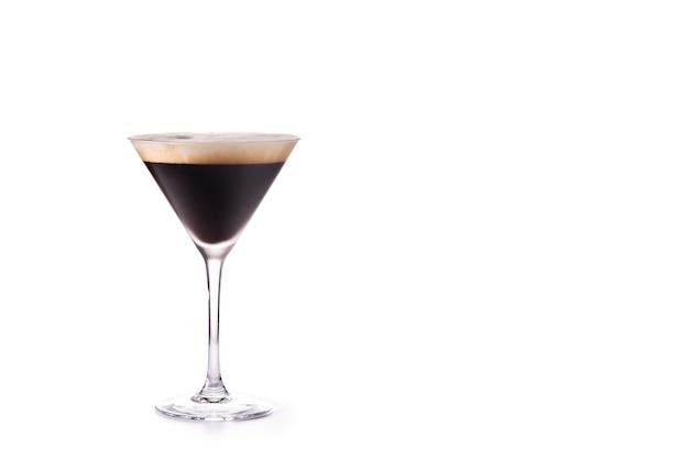 Espresso cocktail geïsoleerd op een witte ondergrond