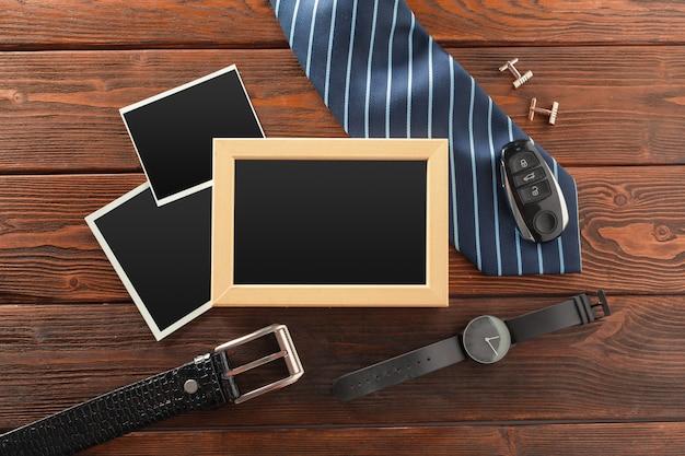 Essentials mode man objecten op houten achtergrond