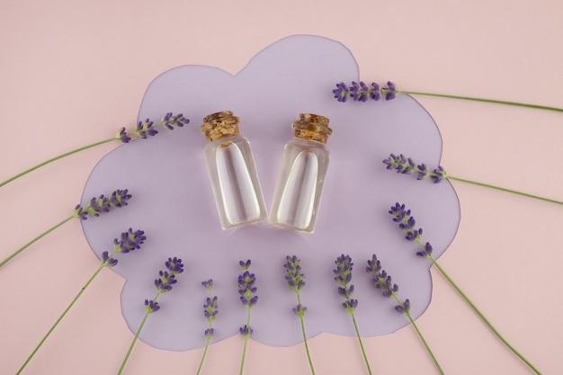 Essentiële lavendelolie. natuurlijke biologische bio-etherische oliën.