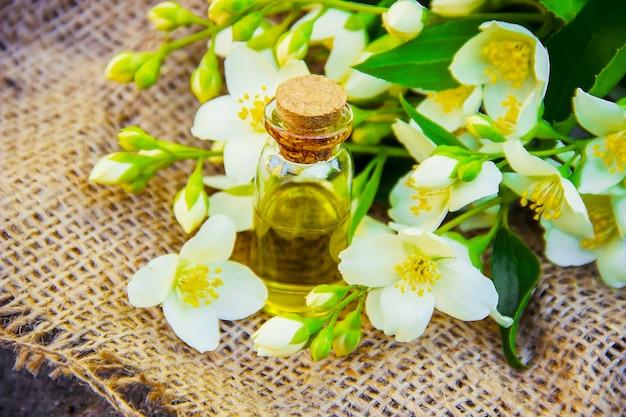 Essentiële olie van jasmijn.