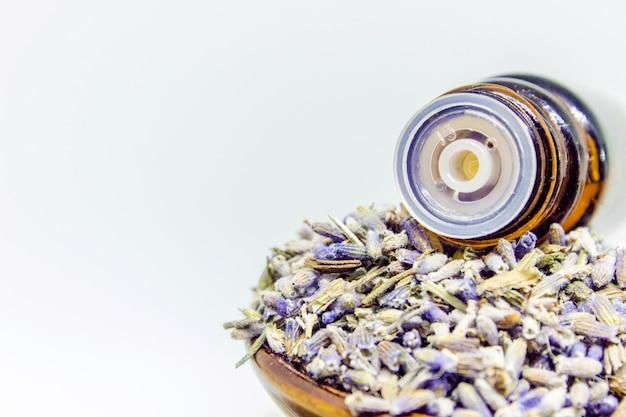 Essentiële olie van lavendel.