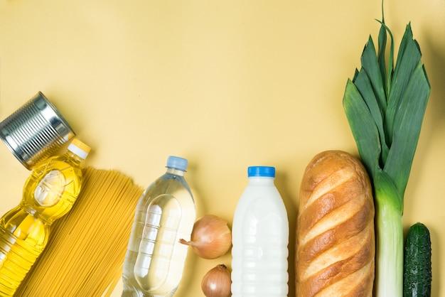 Essentiële producten op geel oppervlak