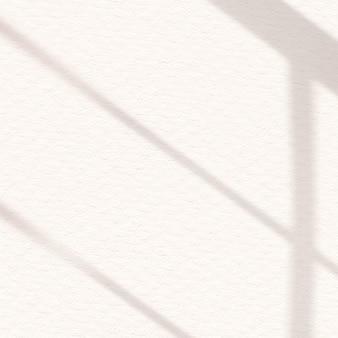 Esthetische raamschaduw gebroken wit op textuurachtergrond