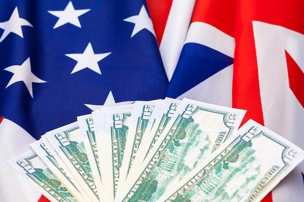 Et, financiën en nationalisme, close-up van amerikaanse vlag en contant geld