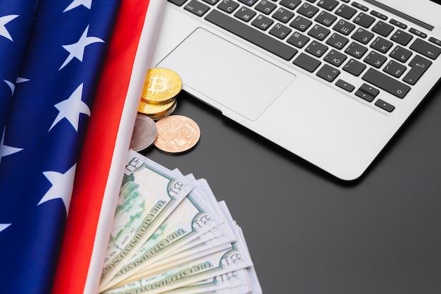 Et, financiën en nationalismeconcept - sluit omhoog van amerikaans vlag en contant geldgeld