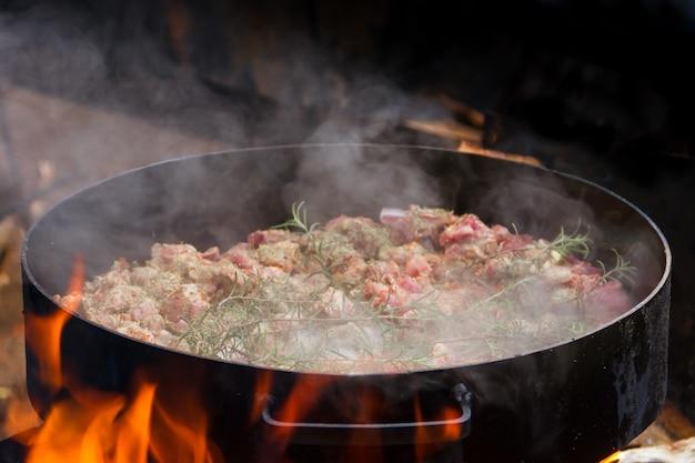 Eten aan de ploegschijf typisch voor de argentijnse gastronomie