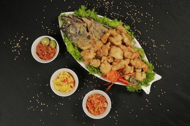 Eten gebakken zeevruchten bord heerlijk