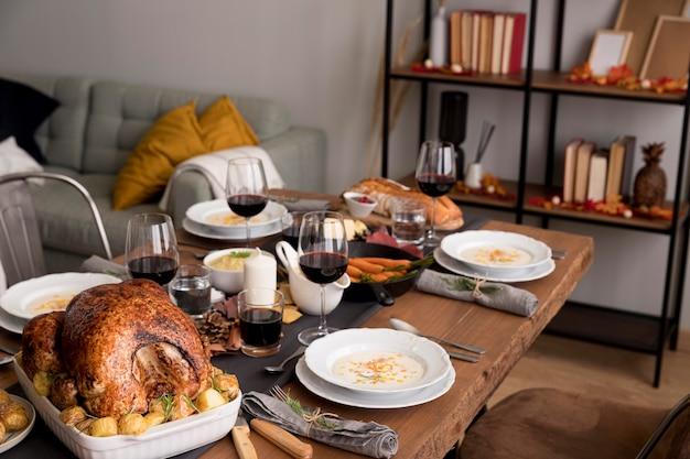 Eten geserveerd op thanksgiving day-evenement