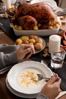 Eten geserveerd op thanksgiving day