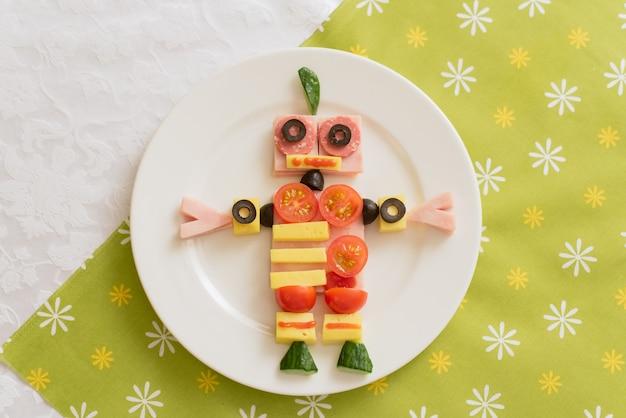 Eten in de vorm van een robot.