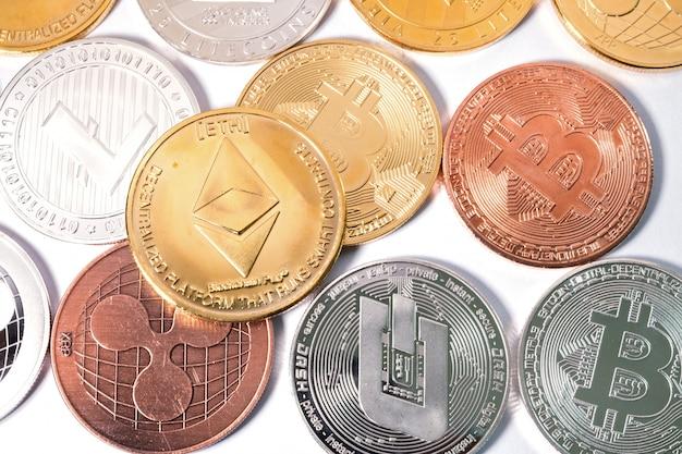 Eth ethereum-muntstuk op anderen muntstuk. virtueel cryptocurrency-concept.