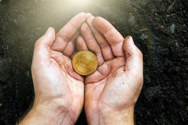 Ethereum in handen van de mijnwerker. gouden bitcoins delven