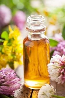 Etherische olie en medische bloemenkruiden
