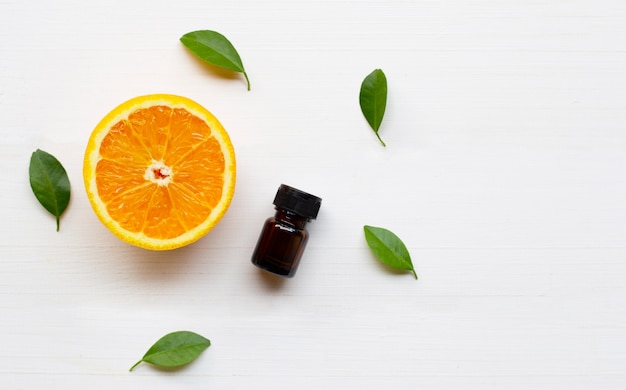 Etherische olie met oranje fruit