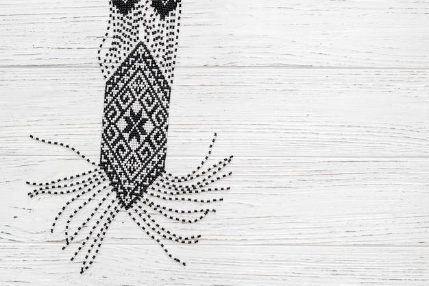 Etnische sieraden ketting gemaakt van kralen, oekraïense ketting. hand weven kralen.
