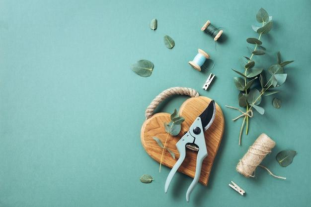 Eucalyptusboeket creëren met babyblauwe eucalyptustakken