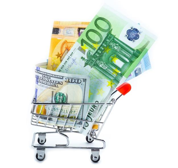 Euro en amerikaanse dollar bankbiljetten in uw winkelwagen