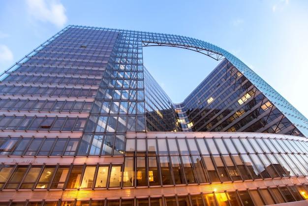 Europees comission-gebouw van onderen