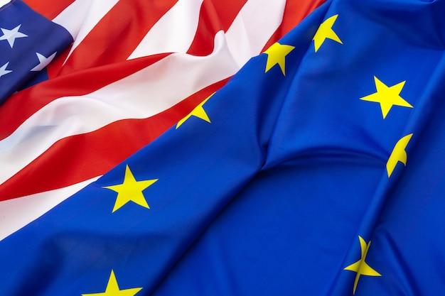 Europese unie en amerikaanse vlag. bedrijf en politiek