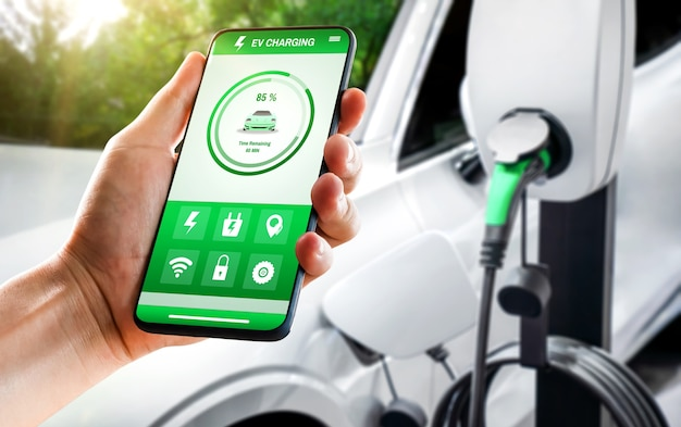 Ev-laadstation voor elektrische auto met weergave van oplaadstatus in mobiele app