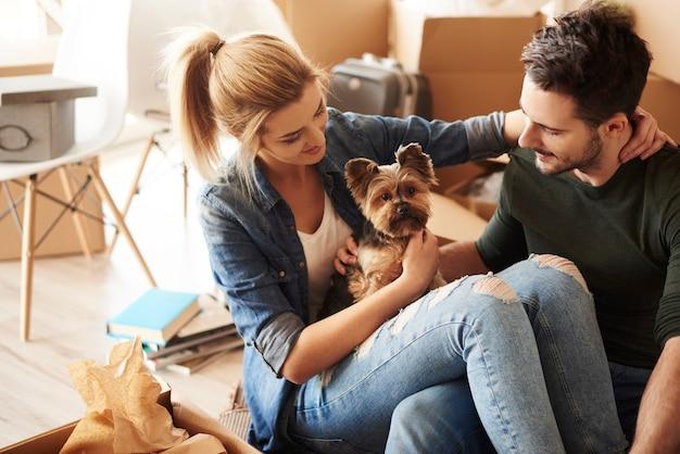 Even pauze van verhuizen met huisdier